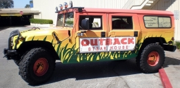 1024px-Outback_Steakhouse_Hummer_H1_side (1)